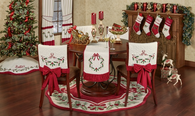 Holly Wreath Holiday Dining Room Decorating Ideas