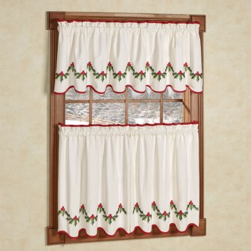 Holly Wreath Tier and Valance Set