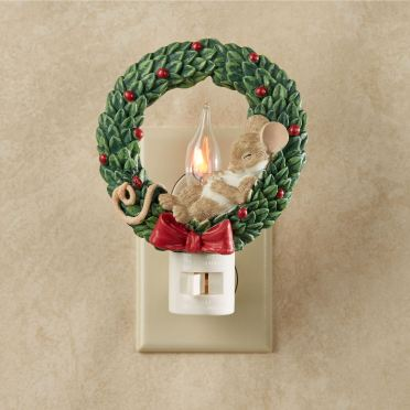 Mouse in Wreath Flicker Nightlight